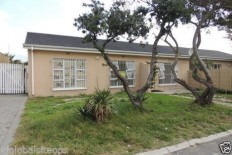 2 x 3 bedroom homes for sale zeekoevlei R1,250,000