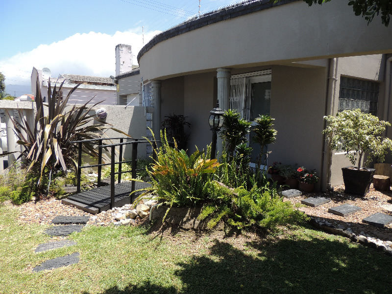"Crawford 6 bedroom ""Ultimate Designer Home"" R 2,950,000"